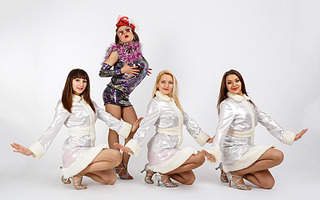 "1920 X 1200 388.5 Kb 1920 X 1211 564.2 Kb 1920 X 1736 635.6 Kb 1920 X 1459 498.8 Kb Show-Girls ""Schweppes"""