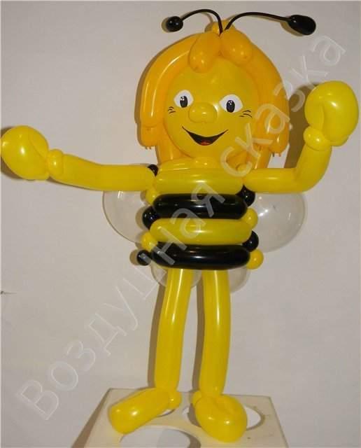 Как сделать из воздушных шаров пчелку