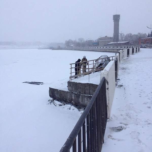960 X 960 143.7 Kb 960 X 960 160.1 Kb 01.12.2014 ДТП на набережной, приора улетела в пруд. С первым днем зимы!