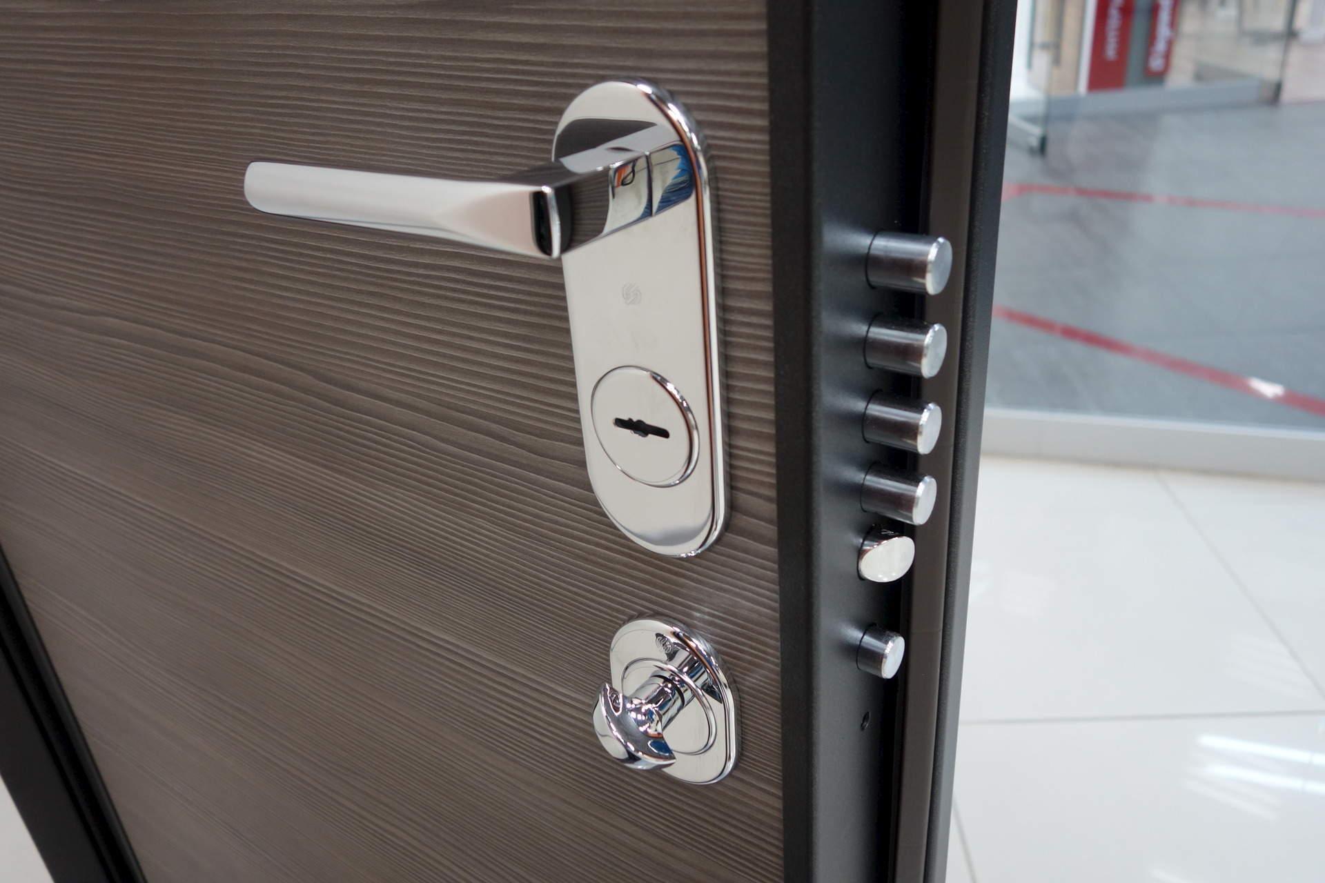 двери новые входные по цене 9000 руб