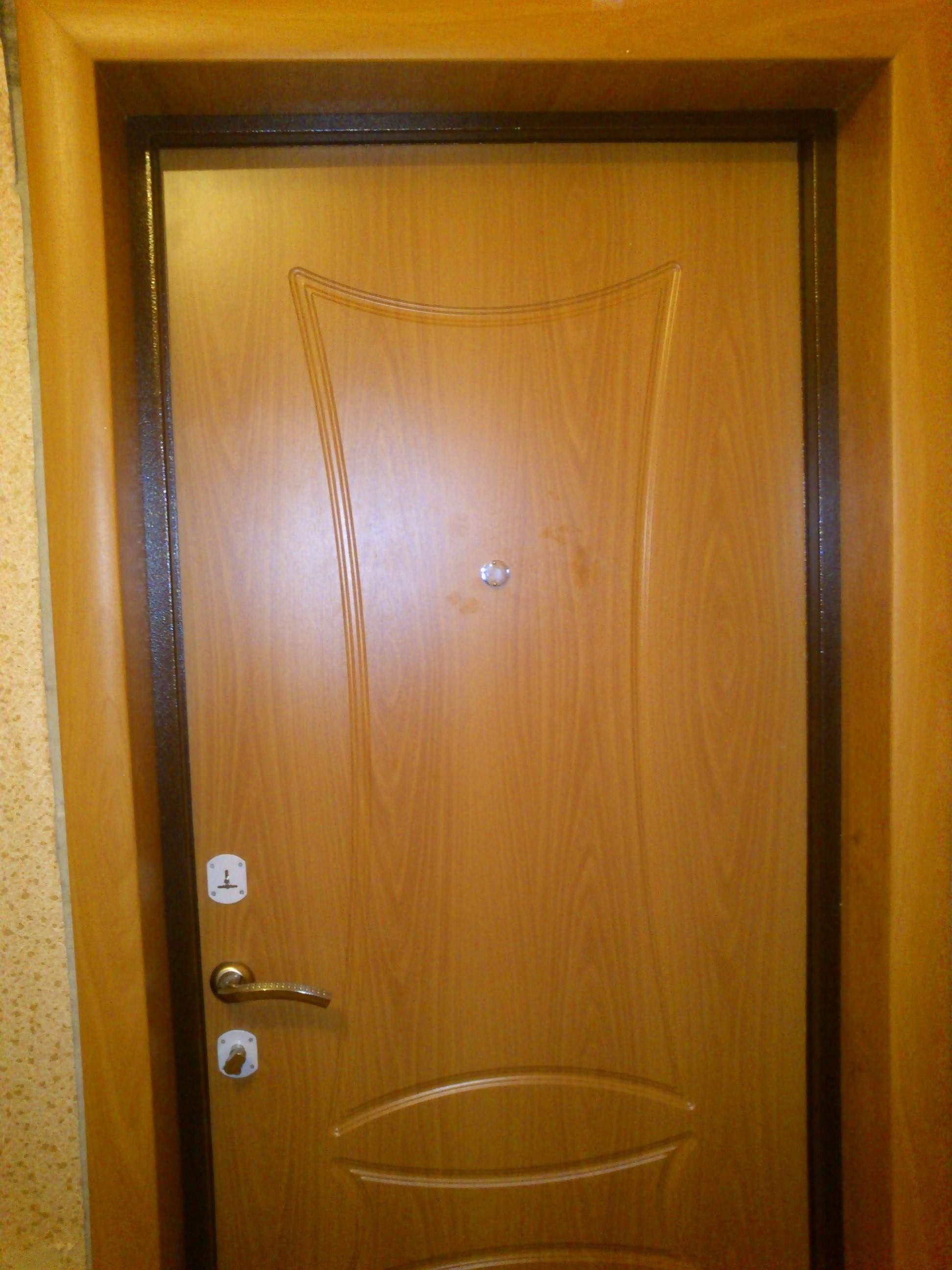 сколько в среднем стоит установить входную дверь