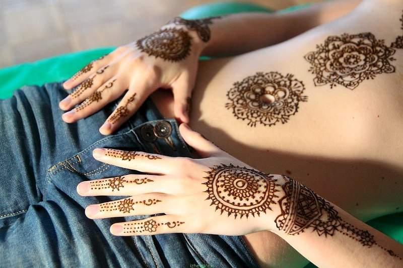 Как рисовать на своих руках хной