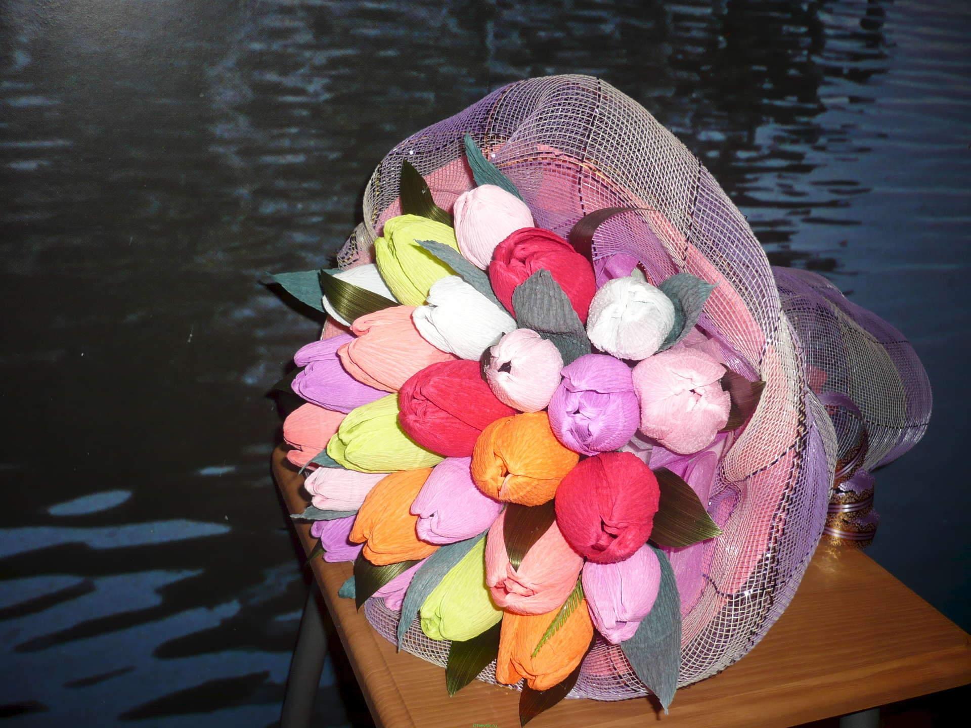 Букеты из конфет и фоамирана своими руками 17