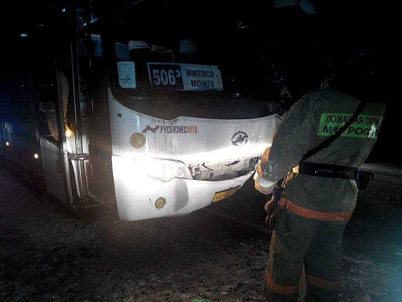 1600 X 1200 334.3 Kb 1600 X 1200 93.5 Kb 27.11.2015 ДТП на Можгинском тракте около д. Баграш Бигра. Автобус и Солярис.