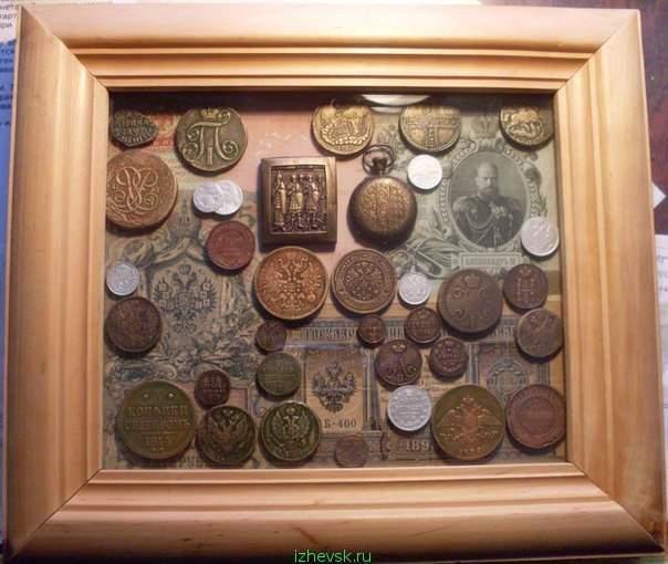 Коллаж с монетами и наконечники на камне :: виолити - антикв.