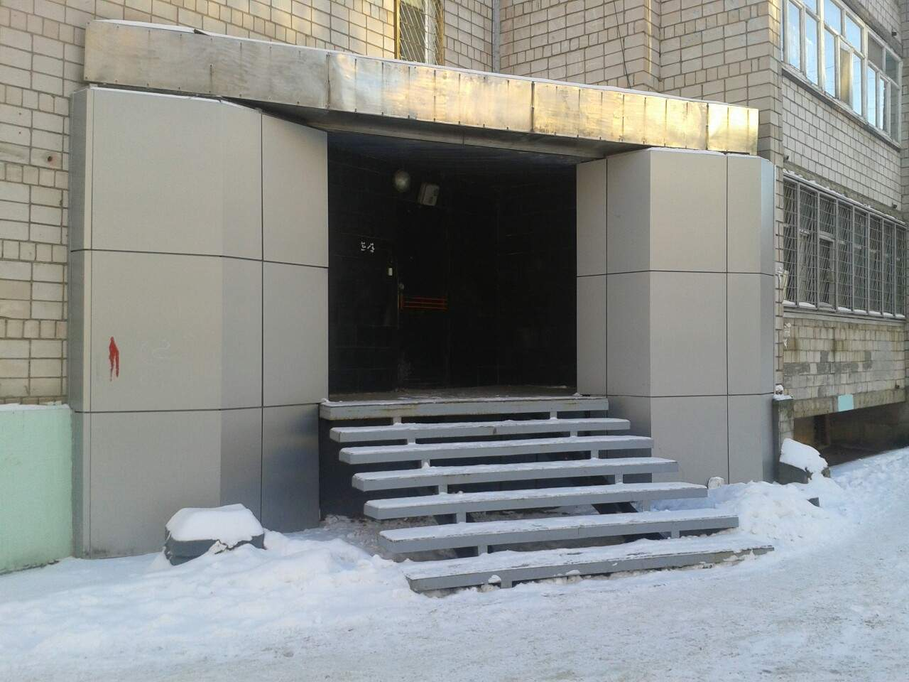 Отдельный вход в квартиру (жилое помещение) без перевода в нежилое 72