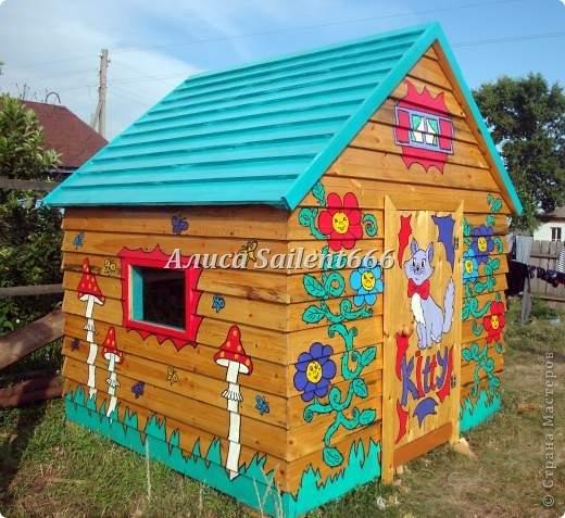 Рисунок на детском домике