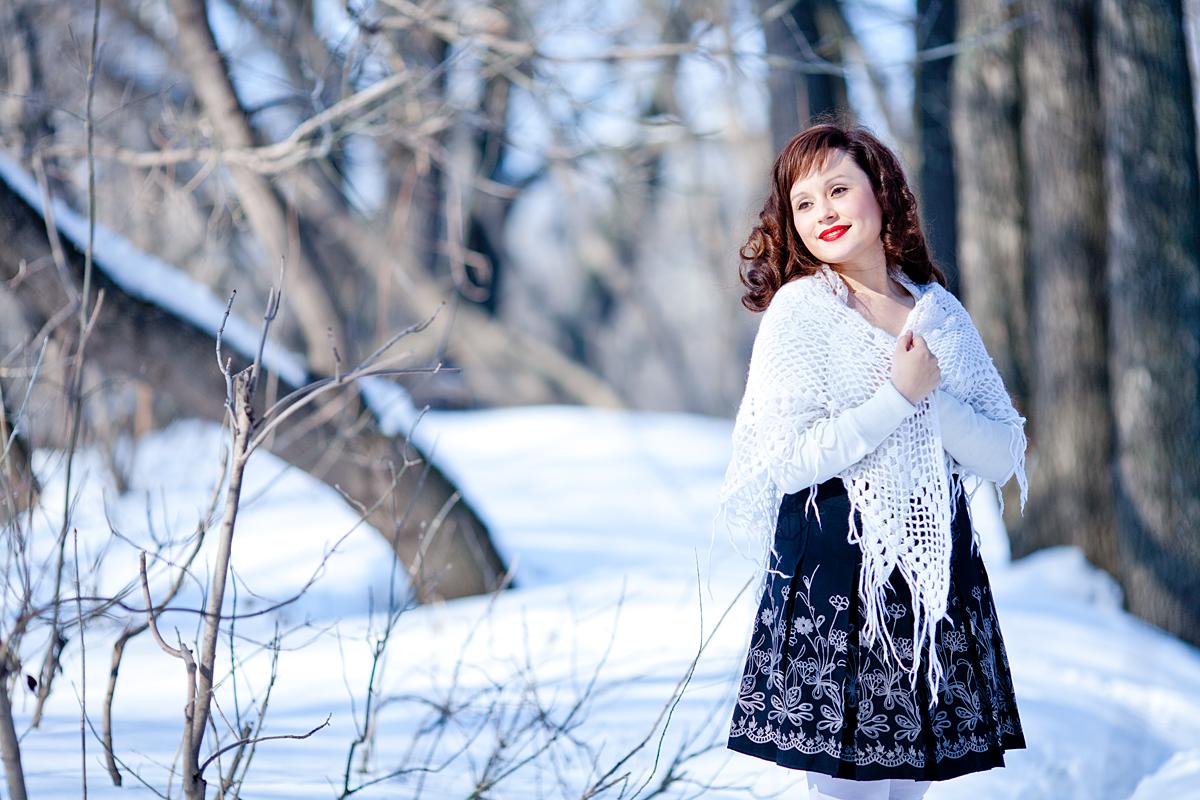 позируют на снегу фото