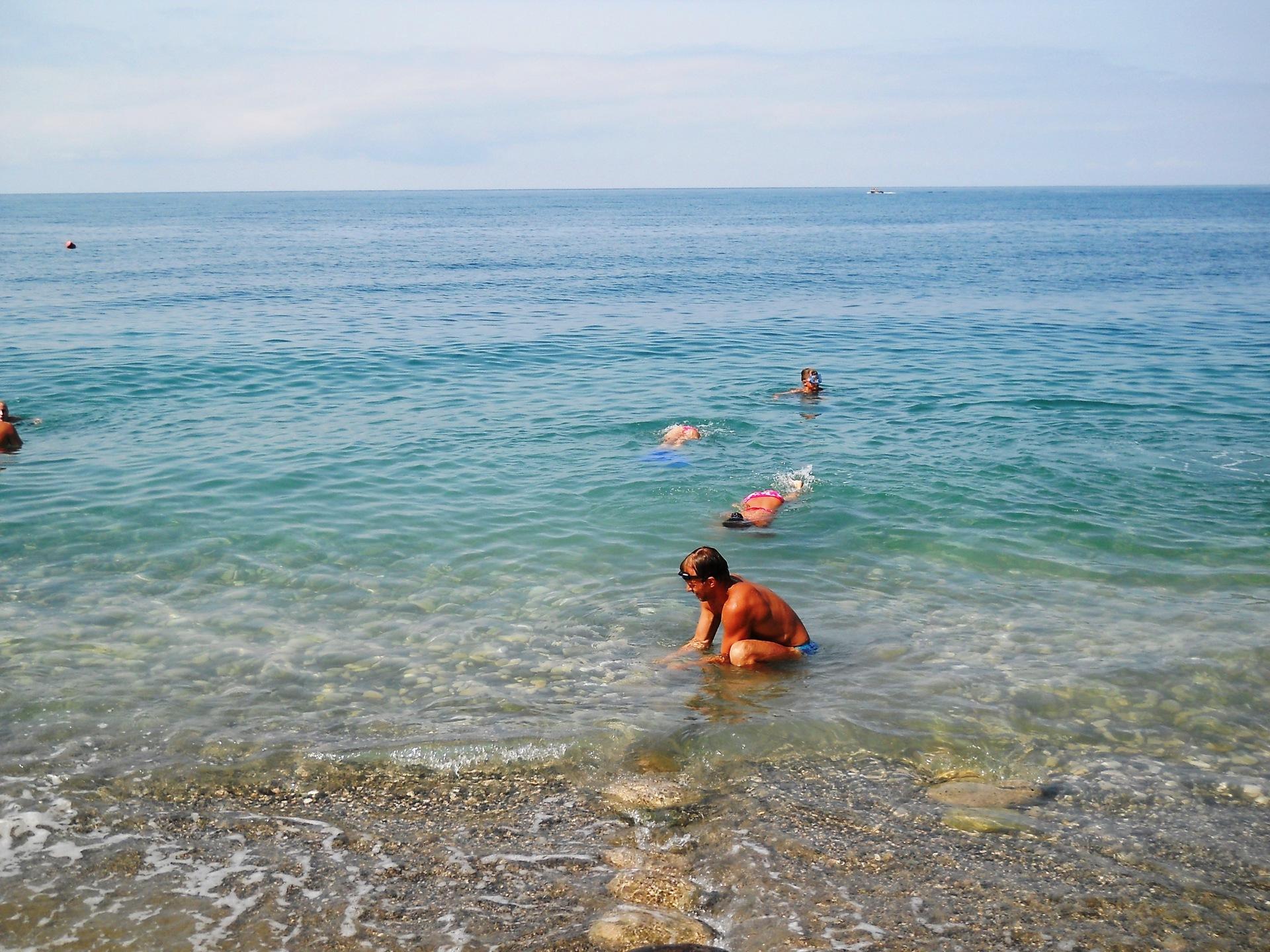 фото детей на фоне моря