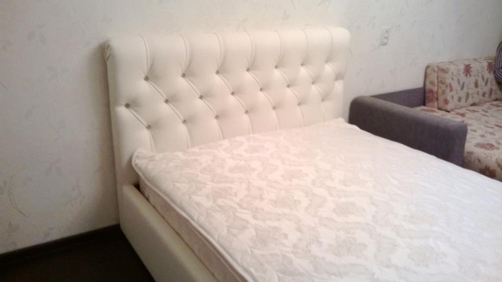 Как обтянуть кровать кожей  фото 101