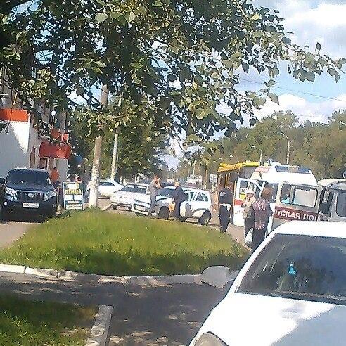 492 x 492 24.07.2014 ДТП на ул. Гагарина, около магазина <Магнит>, авто vs автобус