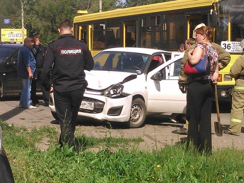1280 X 960 282.0 Kb 24.07.2014 ДТП на ул. Гагарина, около магазина <Магнит>, авто vs автобус