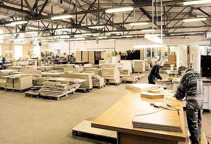 Требуются рабочие на мебельное производство.