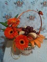 1920 X 2560 498.0 Kb Букеты из конфет, фруктовые букеты, композиции с живыми цветами, топиарии