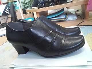 1920 X 1440 242.6 Kb Стиль. Пристрой обуви Германия + Чуни, тапочки ОВЧИНА