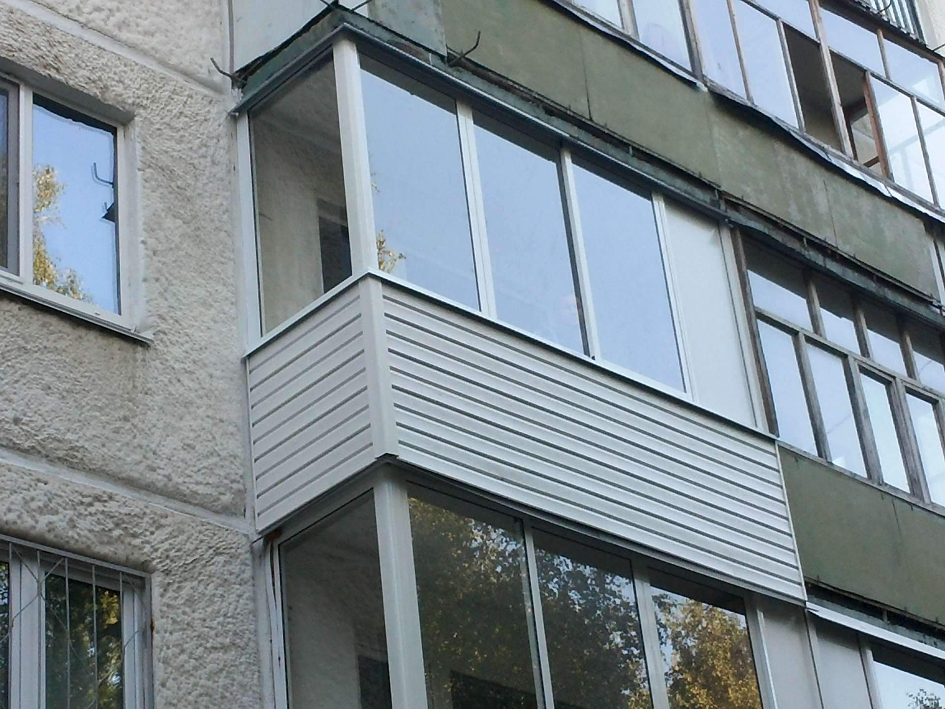 Пластиковые окна под ключ. услуги по остеклению, обшивке, ут.