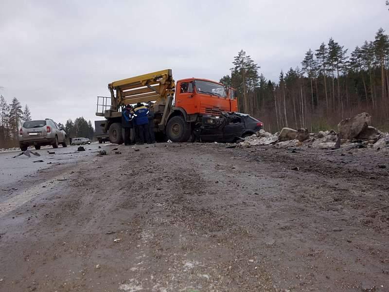 1920 X 1440 264.4 Kb 24.11.2015 ДТП около с. Пугачево, ВАЗ, Камаз, Лачетти, 2 погибли.