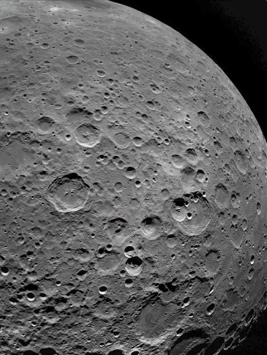 почему фото луны только с одной стороны что