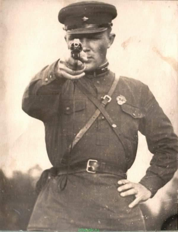 Политрук вам врет - переходите на сторону украинского вермахта