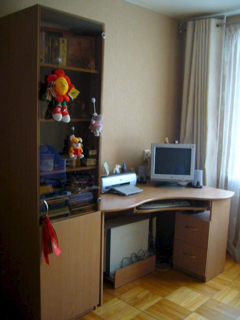 Продам шкаф и компьютерный стол.