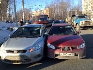 19.02. 2011 москва авария bmw напротив здания мвд